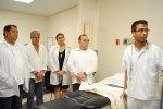lekarze robiący rezonans magnetyczny